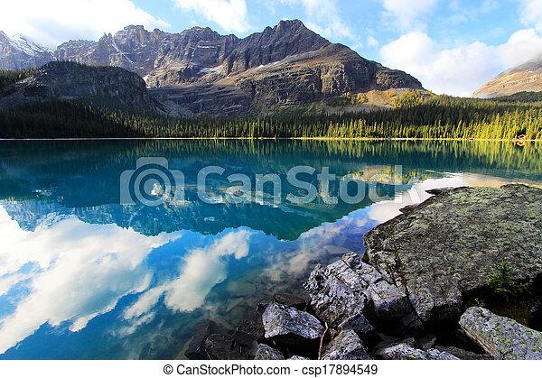 Lake O'Hara, Yoho National Park, British Columbia, Canada - csp17894549