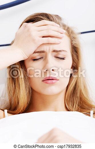 Photos de beau d sinvolte caucasien femme mensonge - Comment rendre folle une femme au lit ...
