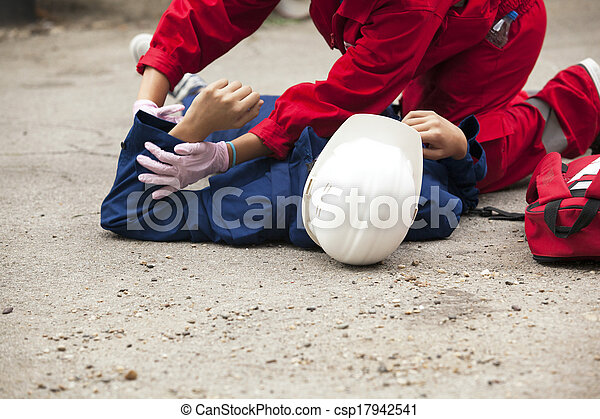 First aid training - csp17942541