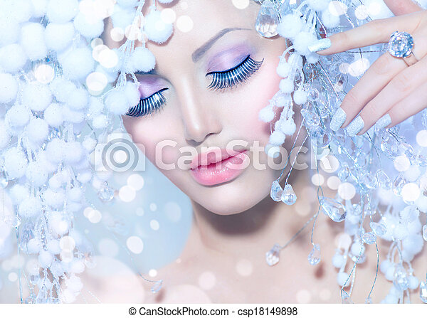 Winter Woman. Beautiful Fashion Model with Snow Hairstyle - csp18149898