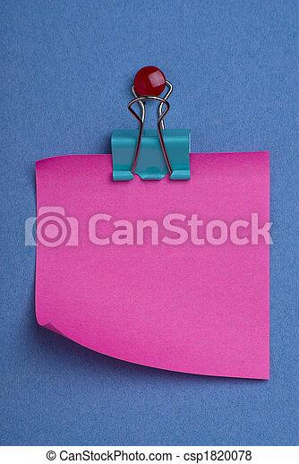 Pink postit on blue - csp1820078