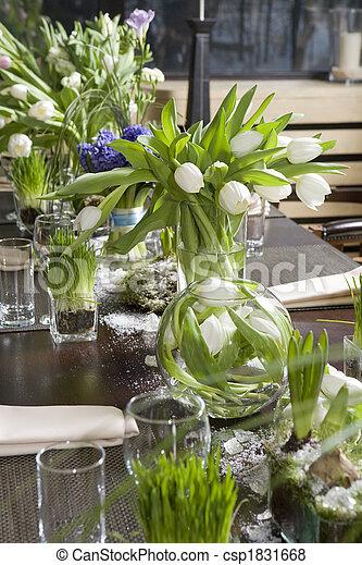 bilder av dekoration restaurang bord bukett hyacint vas glas csp1831668 s k stock foton. Black Bedroom Furniture Sets. Home Design Ideas
