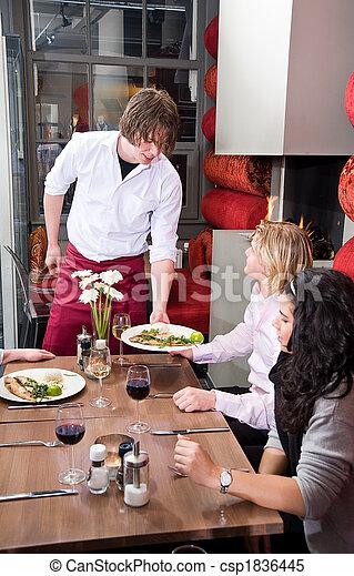 Garçom, servindo, refeição - csp1836445