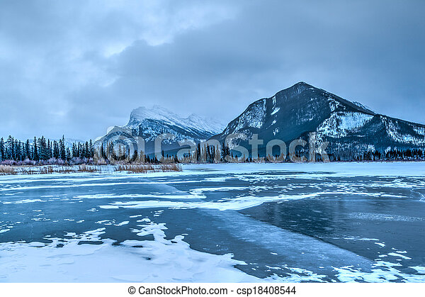 Frozen Vermillion Lakes on a Cold Winter Morning - csp18408544