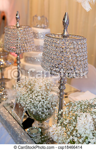 stock foto sch ne kristall lampen dekorieren tisch. Black Bedroom Furniture Sets. Home Design Ideas