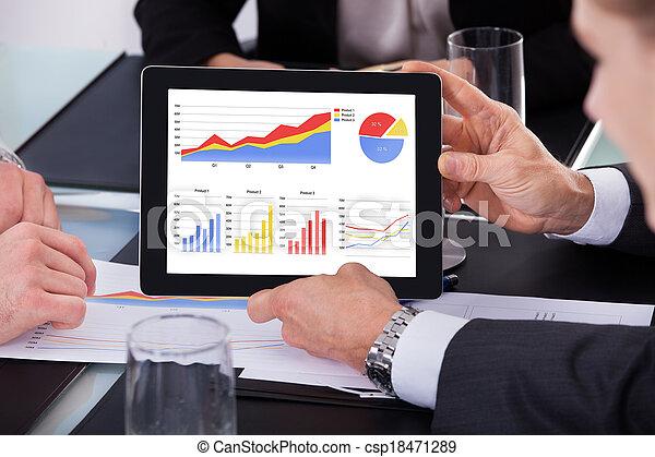 Stock de fotos hombre de negocios analizar gr fico for Peliculas de negocios
