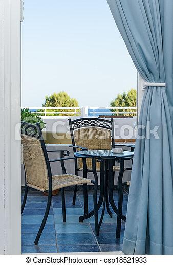 Archivi fotografici di veranda tavola sedia tavola for Piani di veranda anteriore