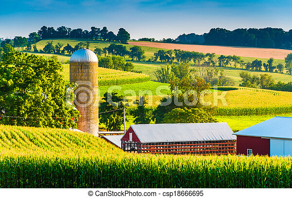 Barn and silo on a farm in rural York County, Pennsylvania. - csp18666695