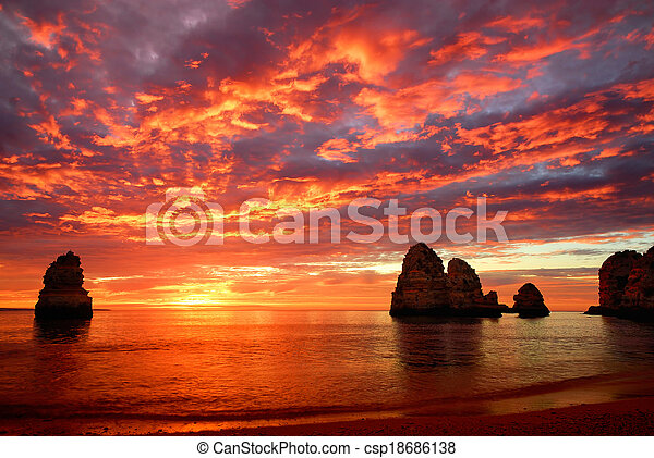 Stunning sunrise over the ocean - csp18686138