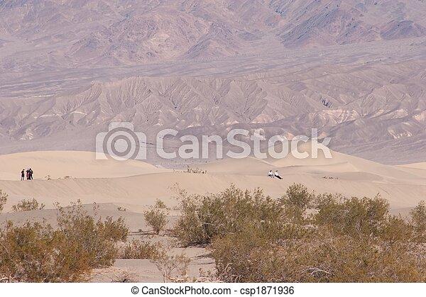 Stovepipe Wells Sand Dunes - csp1871936
