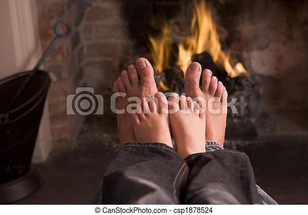 pai, son's, pés, warming, lareira - csp1878524
