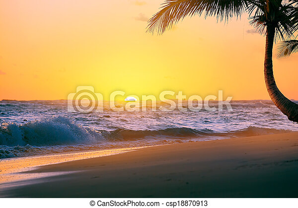 Art Beautiful sunrise over the tropical beach - csp18870913
