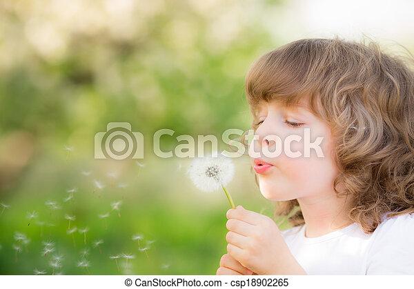 幸せ, 子供, 吹く, タンポポ - csp18902265
