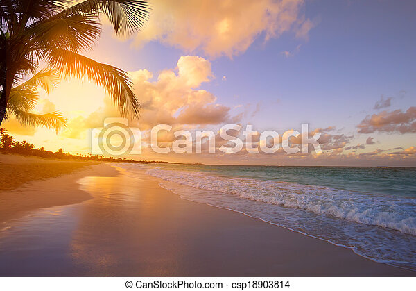 Art Beautiful sunrise over the tropical beach - csp18903814