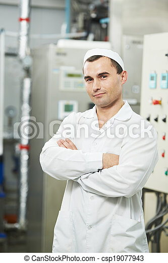 pharmaceutical factory worker - csp19077943