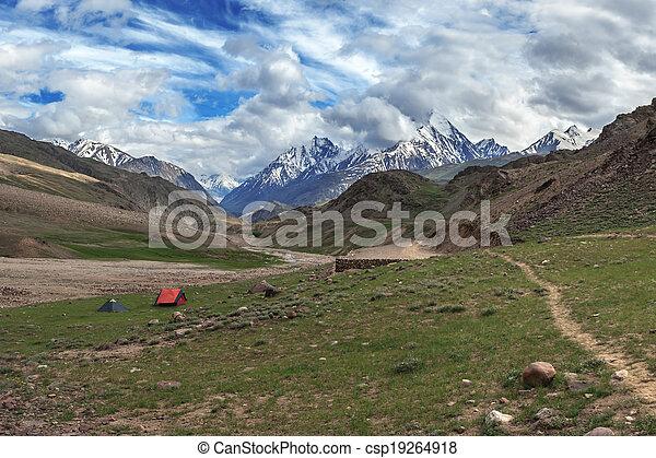ヒマラヤ山脈 - csp19264918 ヒマラヤ山脈, 山, 中に, 夏, 時間カンプを保存