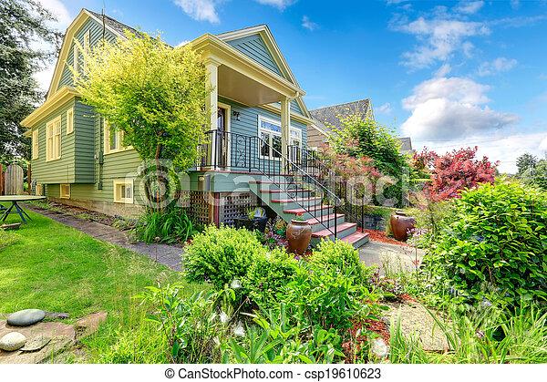 Archivi fotografici di casa esterno vista di entrata for Piani di casa cottage con veranda protetta