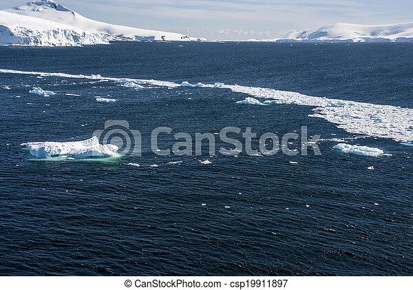 Sea Ice Off The Coast Of Antarctica - csp19911897