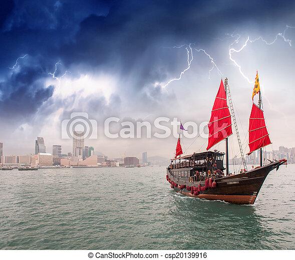 Sturmsegeln  Stock Fotografie von stadt, sturm, segeln, meer, überfahrt ...