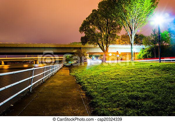 Path and bridges along the Potomac River at night, in Washington - csp20324339