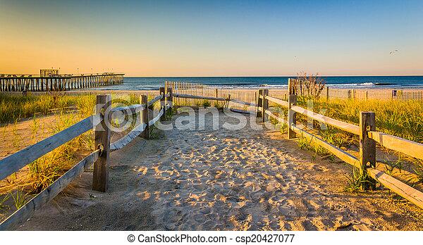 Path over sand dunes to the Atlantic Ocean at sunrise in Ventnor - csp20427077