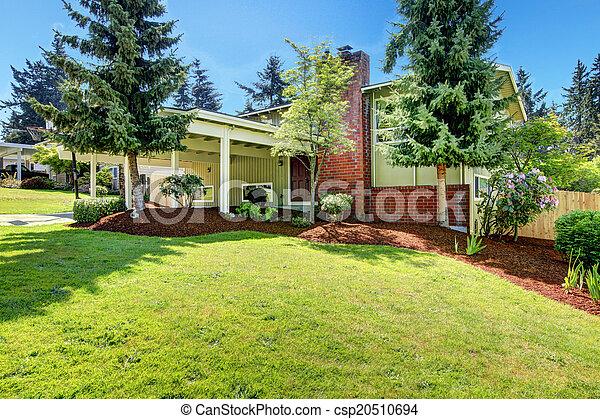 stock fotografien von haus mauerstein pergola schornstein haus au en csp20510694. Black Bedroom Furniture Sets. Home Design Ideas