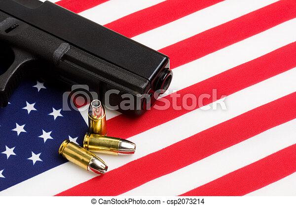 norteamericano, bandera, encima, arma de fuego - csp2073214