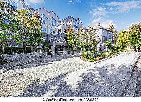 Park avenue residential building. Entrance view