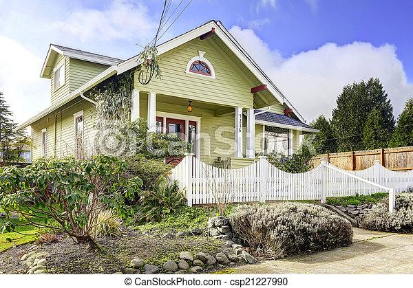 Banque de photographies de barri re porche colonne lumi re vert ext rieur maison - Lumiere exterieur maison ...