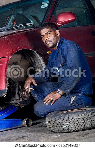 mechanic changing wheel - csp2149327