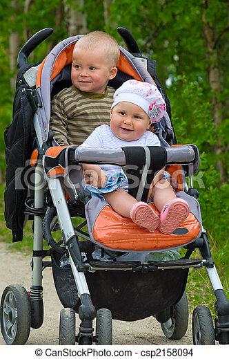 stock foto von kinderwagen kinder babys zwei zwei. Black Bedroom Furniture Sets. Home Design Ideas