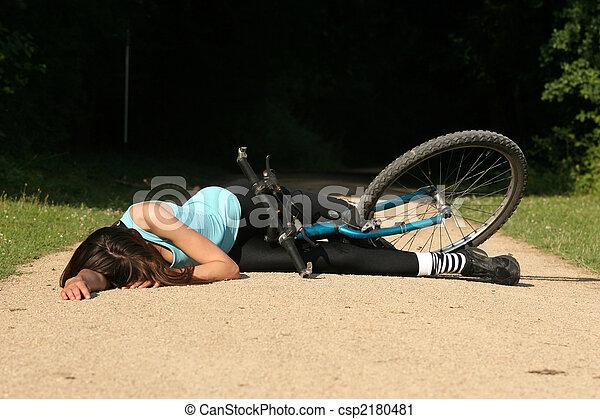 photographies de accident route female cavalier v lo prend a chute csp2180481. Black Bedroom Furniture Sets. Home Design Ideas