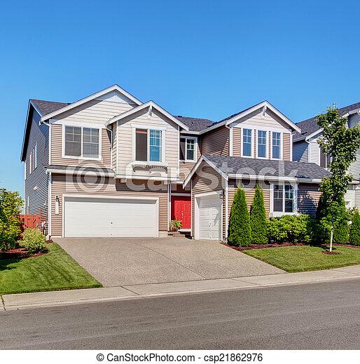 Foto de casa grande entrada carro exterior garagem for Casa con grande garage
