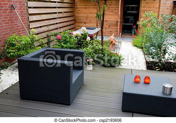 Stock bild von modern kleingarten modern garen mit for Kleingarten modern