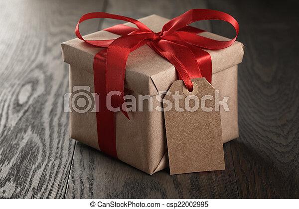 banque de photographies de bo te cadeau ruban arc rustique tiquette rouges vide. Black Bedroom Furniture Sets. Home Design Ideas