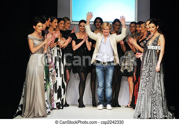 Moda, diseñador, exposición - csp2242330