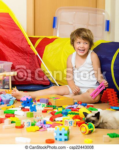 brinquedos, anos,  4, criança, tocando, Feliz - csp22443008