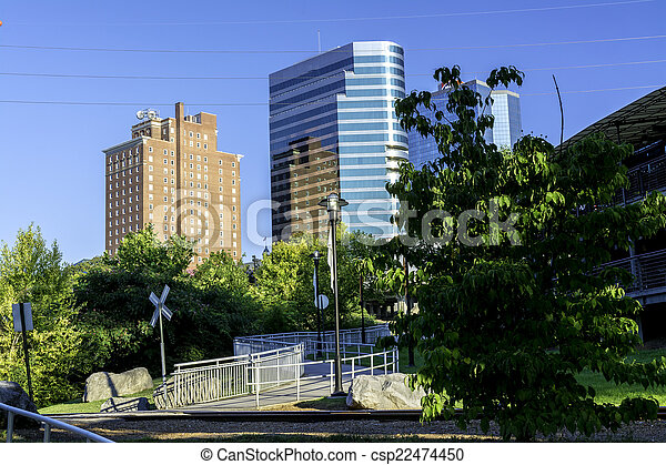 Stock images of skyscrapers near city park in knoxville for Small towns in tennessee near knoxville
