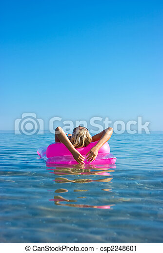 Blonde woman with inflatable raft - csp2248601