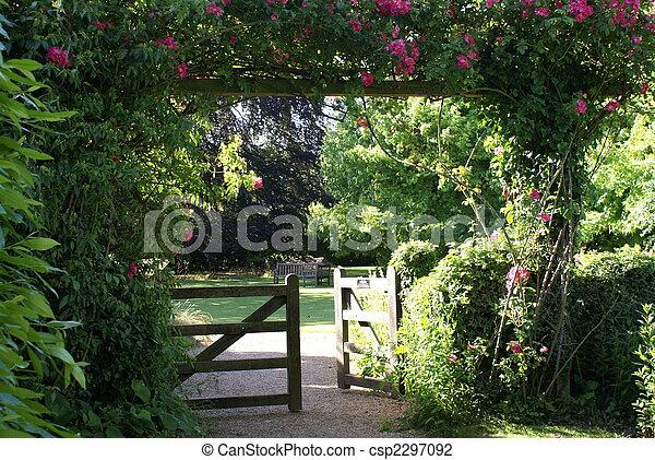 Photo portail entr e vieux anglaise jardin image for Portail entree jardin