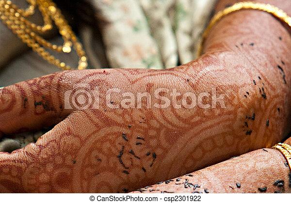 stock foto von henna h nde und arme henna t towierte arme auf csp2301922 suchen. Black Bedroom Furniture Sets. Home Design Ideas
