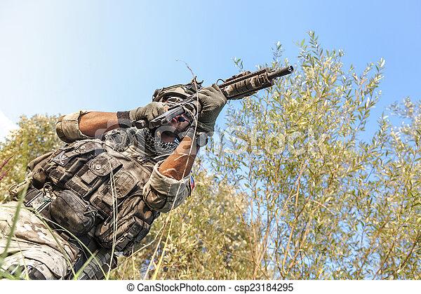 soldat, operation, militär, skjutning, under - csp23184295