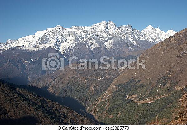 Green valley at Everest trail, Himalaya, Nepal - csp2325770
