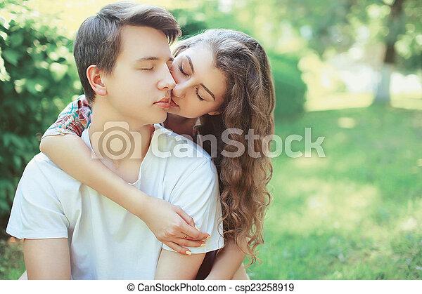 Ado tit baiser les pouces
