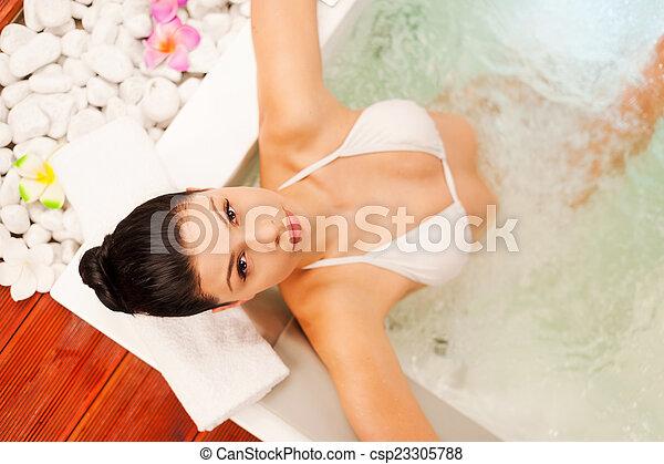 La plus chaude pipe par la belle brune - Videos Porno Gratuite