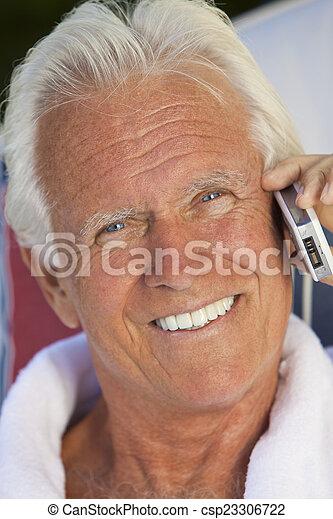 photo de conversation cellule t l phone personne agee homme beau csp23306722. Black Bedroom Furniture Sets. Home Design Ideas