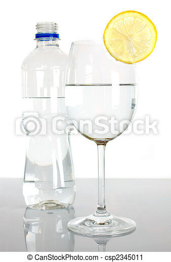 photographies de arrosez verre couper citron bouteille bottle et verre csp2345011. Black Bedroom Furniture Sets. Home Design Ideas
