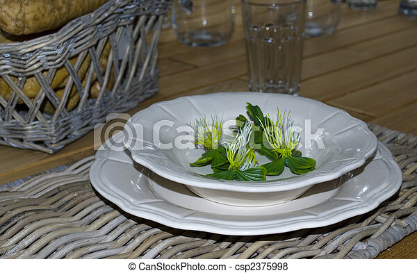 Presentation plate on a table
