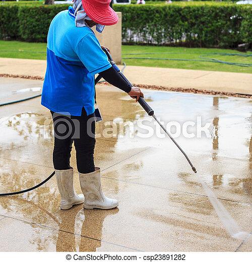 Bilder von boden putzen hoch druck wasser d se for Boden putzen