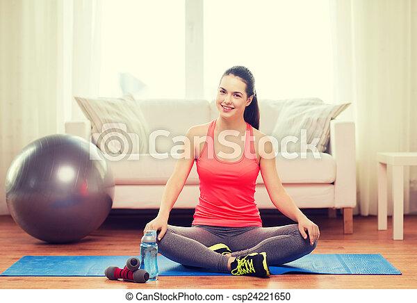 images de sourire girl s ance natte sports quipement csp24221650 recherchez des. Black Bedroom Furniture Sets. Home Design Ideas